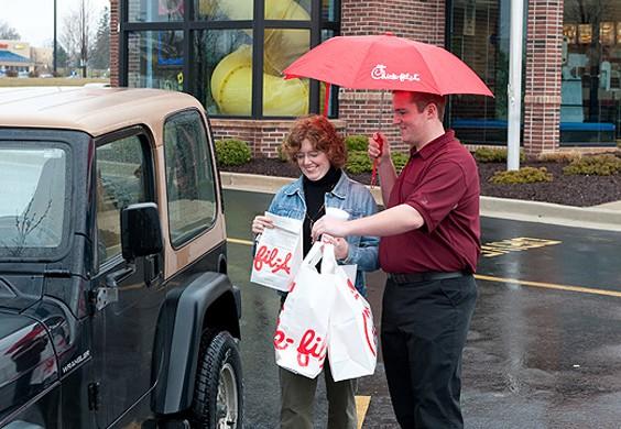 Bất chấp cả ngành đi lùi, một chuỗi fastfood đã tăng doanh số gấp 10 lần sau 10 năm, quy mô vươn từ hạng 7 lên hạng 3, được yêu thích nhất nước Mỹ - Ảnh 4.