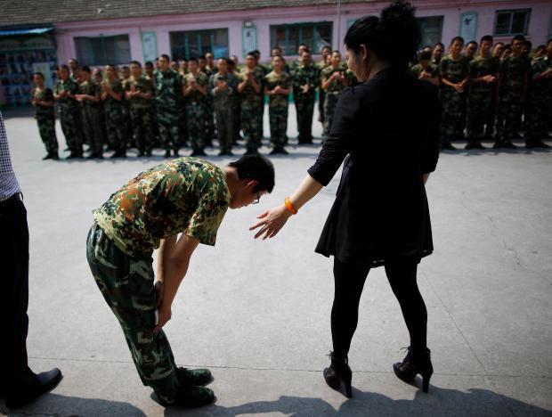 1 ngày trong nhà tù cai nghiện internet ở Trung Quốc: Tường rào bọc thép, kỉ luật sắt như quân đội, kẻ nổi loạn sẽ bị trói, chi phí tốn kém không ít - Ảnh 13.
