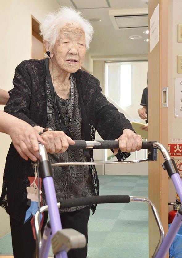 Người cao tuổi nhất thế giới bước qua tuổi 116 cho biết bí quyết sống lâu đáng suy ngẫm  - Ảnh 2.