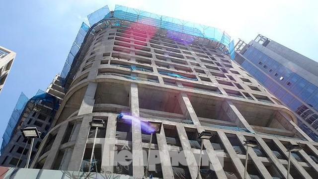 Những tuyến phố Hà Nội ngộp thở với cao ốc ngày nắng nóng - Ảnh 2.