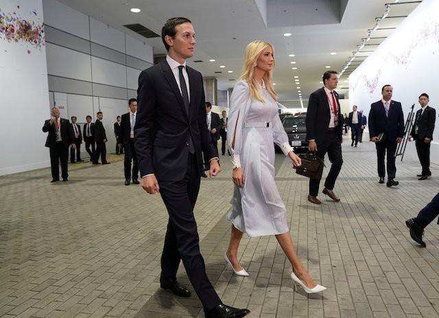 Vừa có mặt tại Nhật Bản, Ivanka Trump đã khiến dư luận phát sốt với thần thái hơn người, nổi bật giữa dàn chính khách, đến chồng cũng bị lép vế - Ảnh 2.