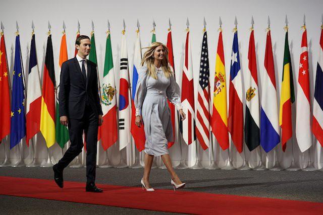 Vừa có mặt tại Nhật Bản, Ivanka Trump đã khiến dư luận phát sốt với thần thái hơn người, nổi bật giữa dàn chính khách, đến chồng cũng bị lép vế - Ảnh 3.