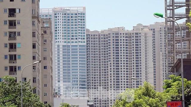 Những tuyến phố Hà Nội ngộp thở với cao ốc ngày nắng nóng - Ảnh 7.