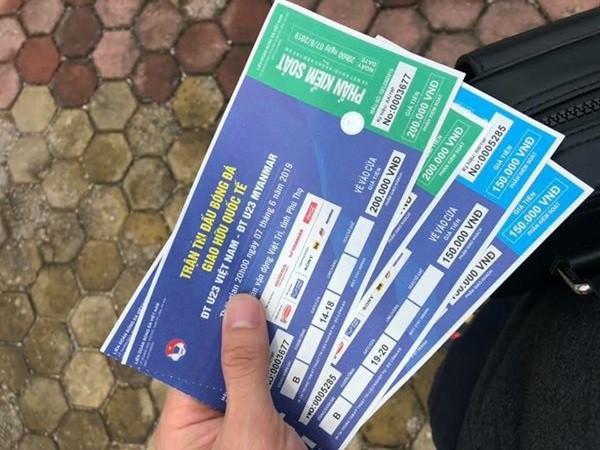 """u23 việt nam – myanmar - photo 5 15595486254231204104585 - Đội nắng xếp hàng mua vé trận U23 Việt Nam – Myanmar, phe vé """"hét"""" giá gấp 10 lần"""