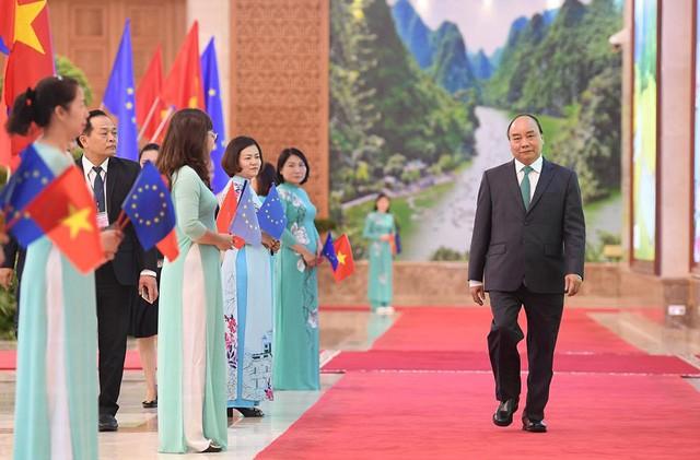 Những khoảnh khắc ấn tượng trong lễ ký kết lịch sử giữa Việt Nam và EU - Ảnh 1.