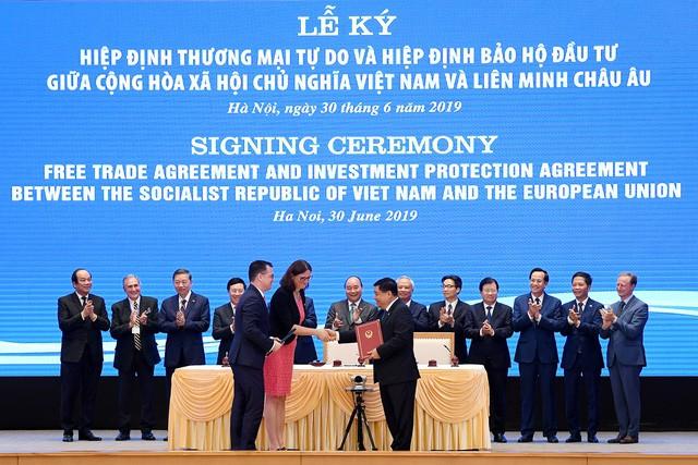 Những khoảnh khắc ấn tượng trong lễ ký kết lịch sử giữa Việt Nam và EU - Ảnh 7.