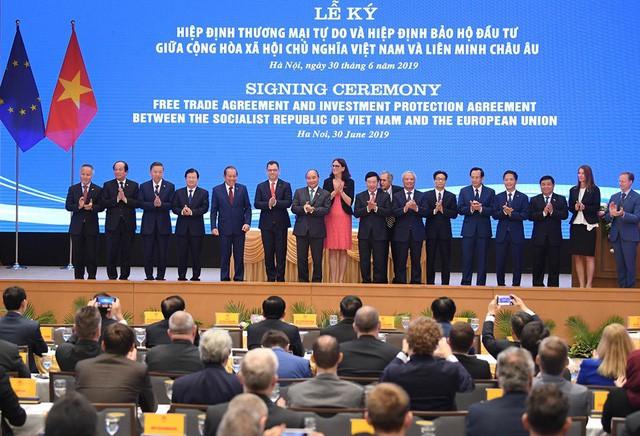Những khoảnh khắc ấn tượng trong lễ ký kết lịch sử giữa Việt Nam và EU - Ảnh 8.