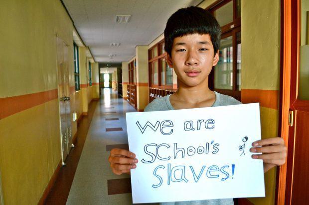 Mặt trái của vị trí số 1 thế giới của nền giáo dục Hàn Quốc: Tỷ lệ học sinh tự tử cao nhất toàn cầu  - Ảnh 1.