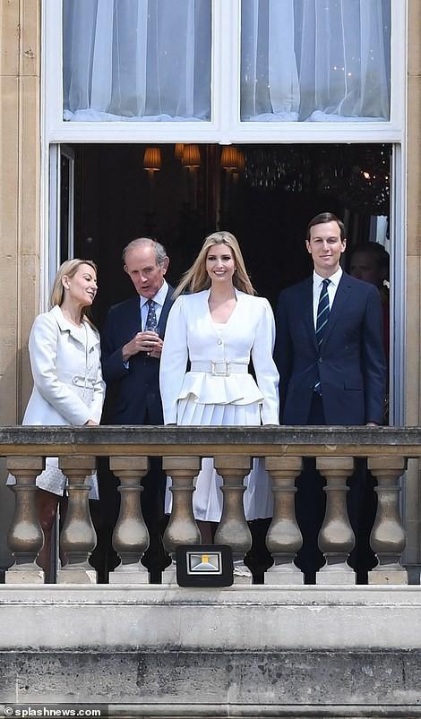 Ivanka Trump xinh đẹp tựa nữ thần, xuất hiện bất ngờ bên cạnh Hoàng tử Harry và thái độ của cả hai mới là điều đáng chú ý - Ảnh 2.