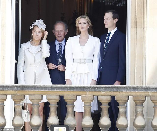 Ivanka Trump xinh đẹp tựa nữ thần, xuất hiện bất ngờ bên cạnh Hoàng tử Harry và thái độ của cả hai mới là điều đáng chú ý - Ảnh 3.