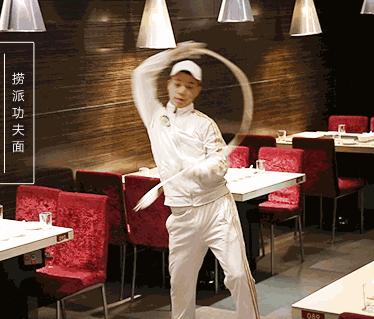 Hai Di Lao - Đế chế lẩu hàng đầu Trung Quốc: Ông chủ không biết nấu lẩu cho 'ra hồn' nhưng khách vẫn nườm nượp, cứ 3 ngày mở 1 nhà hàng, vươn xa tới khắp Mỹ, Úc, Nhật, Hàn... - Ảnh 2.