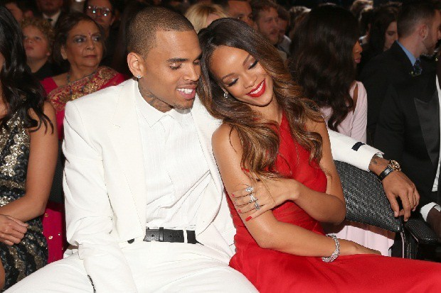 Rihanna: Từ tuổi thơ và mối tình đầu ngập tràn trong bạo lực đến nữ ca sĩ giàu nhất thế giới! - Ảnh 2.