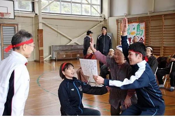 Trường học cô đơn nhất Nhật Bản: Mở cửa chỉ để đón 1 nam sinh, ngày anh chàng tốt nghiệp trường cũng đóng cửa luôn - Ảnh 2.