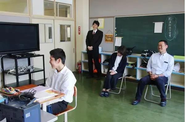 Trường học cô đơn nhất Nhật Bản: Mở cửa chỉ để đón 1 nam sinh, ngày anh chàng tốt nghiệp trường cũng đóng cửa luôn - Ảnh 4.
