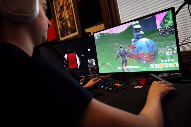 Ông bố của năm: Bỏ ra 700 triệu mua dàn máy, định hướng con bỏ học để làm game thủ - Ảnh 2.