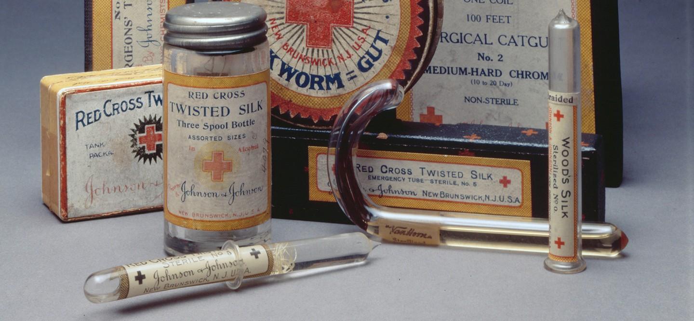 johnson & johnson - photo 1 1562990416155327745770 - Johnson & Johnson: Từ thương hiệu trăm năm, ông tổ của băng gạc vô trùng đến bê bối phấn rôm chứa chất gây ung thư rúng động thế giới
