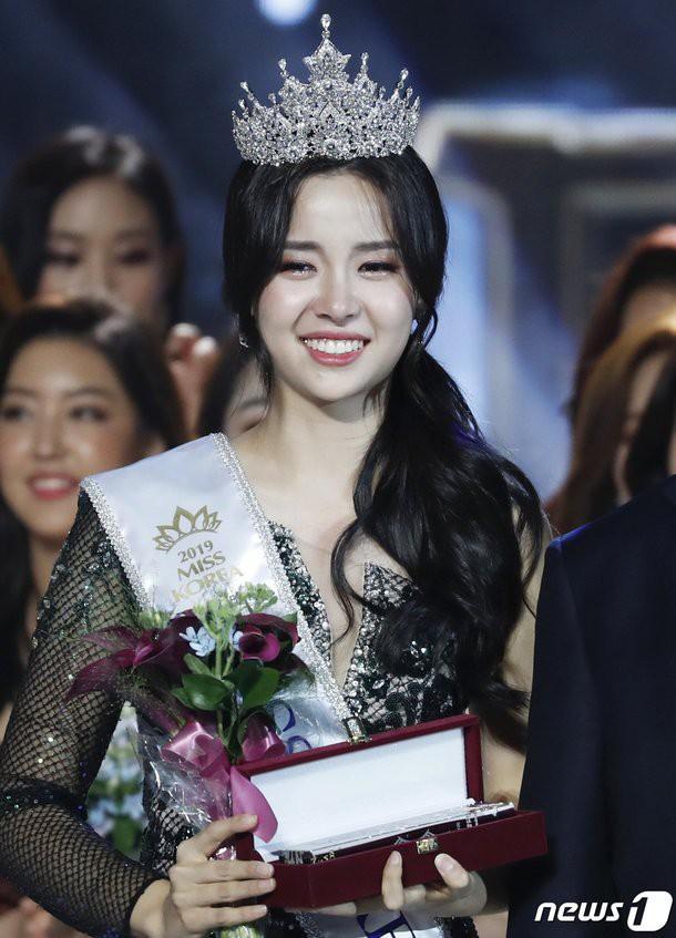 Bóc trần mặt tối cuộc thi Hoa hậu Hàn Quốc: Trao 8 vương miện, đầy quy tắc ngầm, loạt Hoa-Á hậu dính bê bối tình dục - Ảnh 24.
