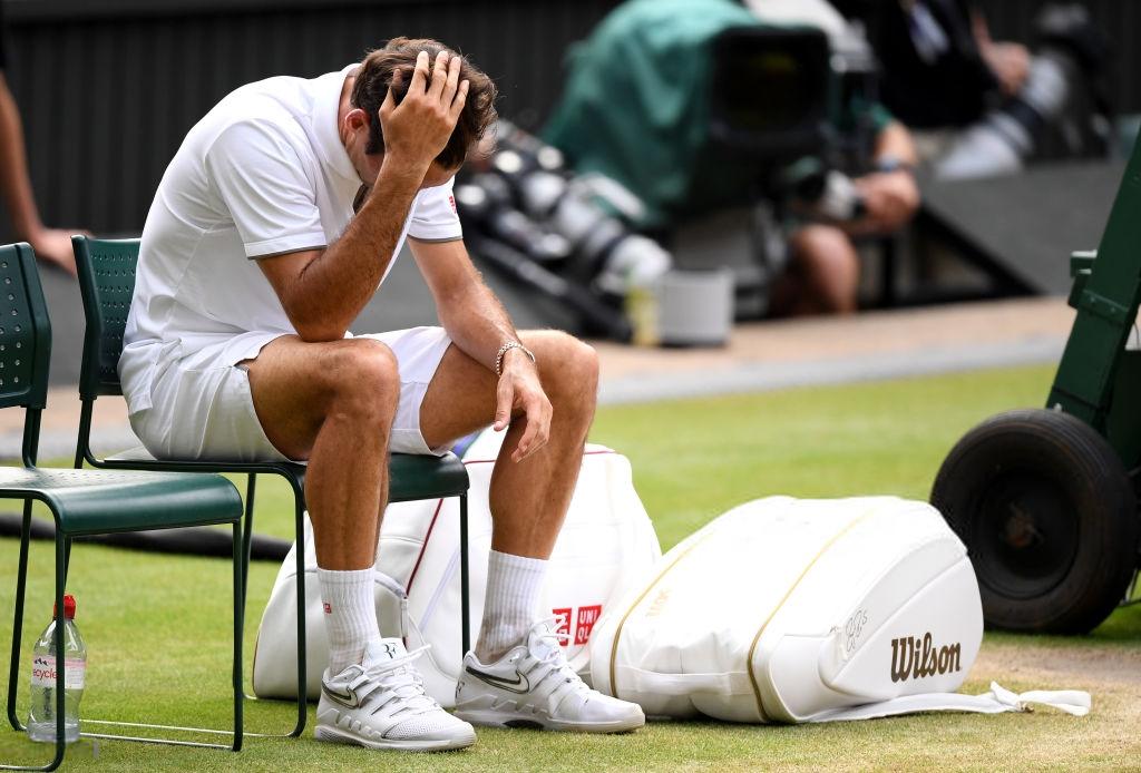 roger federer - photo 1 15631543456941655542368 - Nhói lòng khoảnh khắc huyền thoại Roger Federer lặng người bất động sau trận chung kết Wimbledon lịch sử và hấp dẫn không thể tin nổi