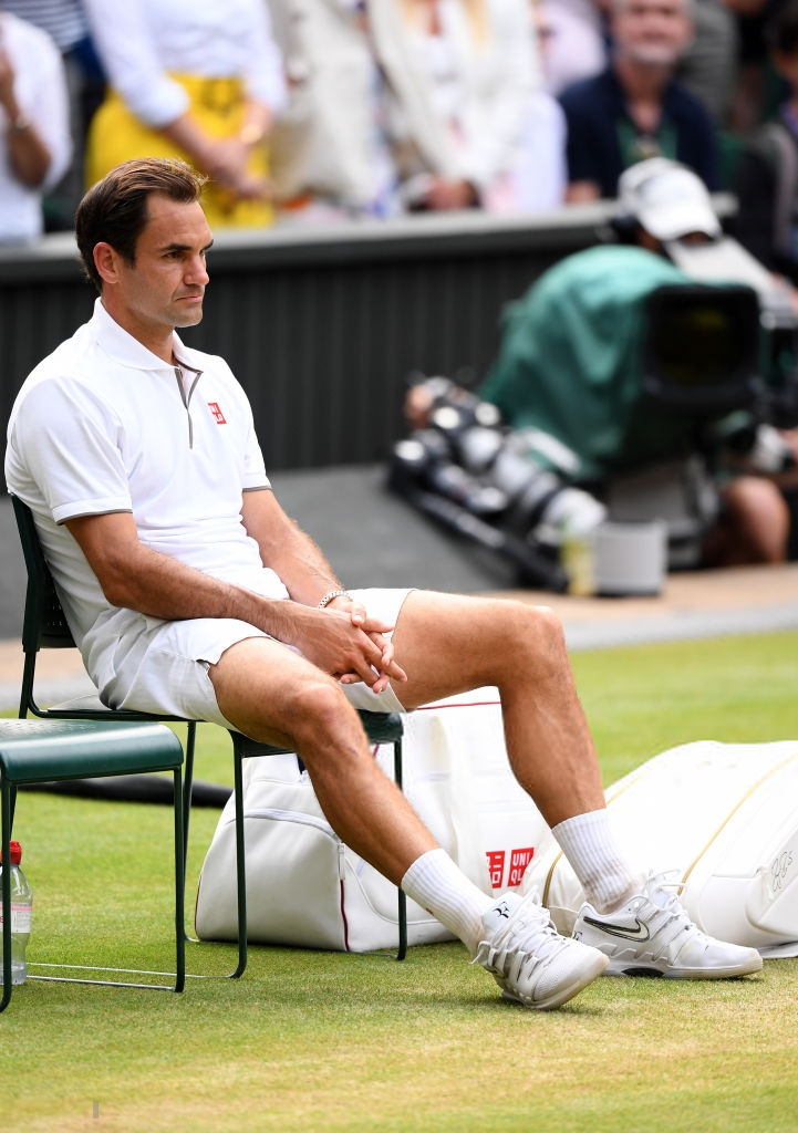 roger federer - photo 1 1563154349227858763574 - Nhói lòng khoảnh khắc huyền thoại Roger Federer lặng người bất động sau trận chung kết Wimbledon lịch sử và hấp dẫn không thể tin nổi