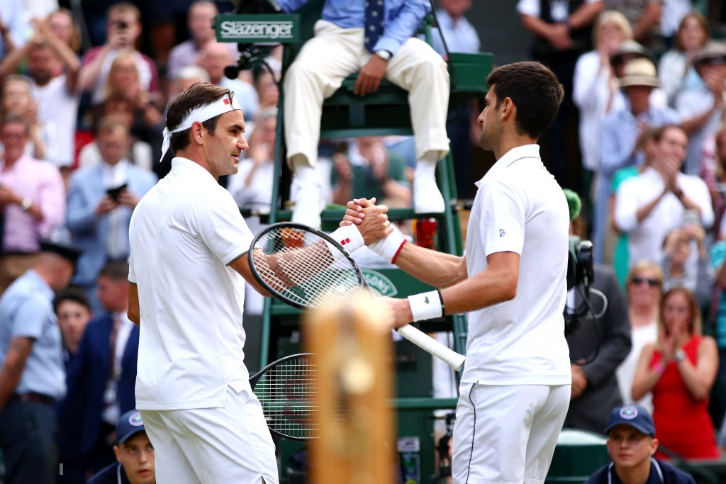 roger federer - photo 10 1563154349240473475739 - Nhói lòng khoảnh khắc huyền thoại Roger Federer lặng người bất động sau trận chung kết Wimbledon lịch sử và hấp dẫn không thể tin nổi