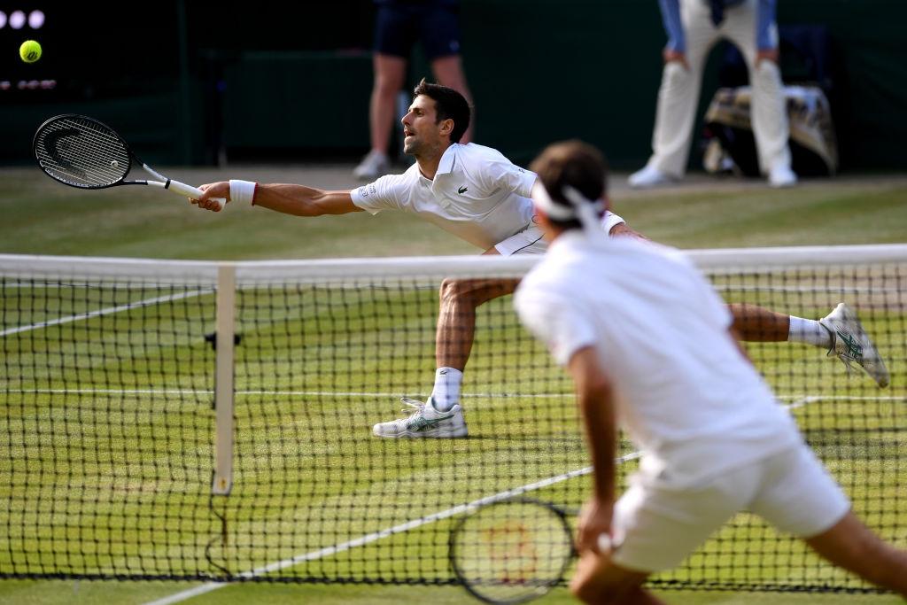 roger federer - photo 5 1563154349232449840021 - Nhói lòng khoảnh khắc huyền thoại Roger Federer lặng người bất động sau trận chung kết Wimbledon lịch sử và hấp dẫn không thể tin nổi