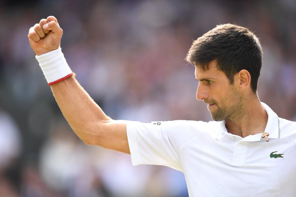 roger federer - photo 8 1563154349236332857462 - Nhói lòng khoảnh khắc huyền thoại Roger Federer lặng người bất động sau trận chung kết Wimbledon lịch sử và hấp dẫn không thể tin nổi