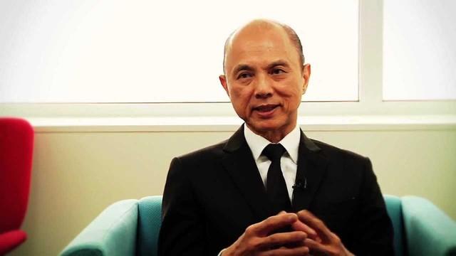 Người đàn ông từng làm mưa làm gió với thương hiệu Jimmy Choo, thiết kế giày cho cố công nương Diana: Đừng bao giờ tham lam hay sân si! - Ảnh 2.