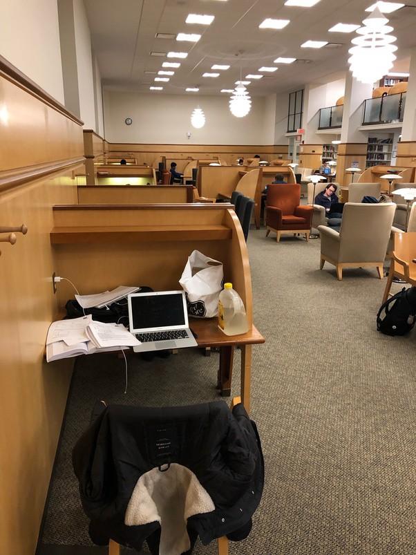 """Chuyện học, chuyện ngủ của sinh viên Harvard: Thư viện là nhà, cũng """"cú đêm"""" và stress như ai - Ảnh 1."""