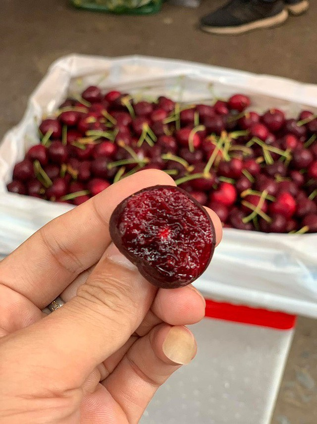 Người Việt được lợi mua cherry Mỹ giá rẻ vì chiến tranh Mỹ - Trung - Ảnh 1.