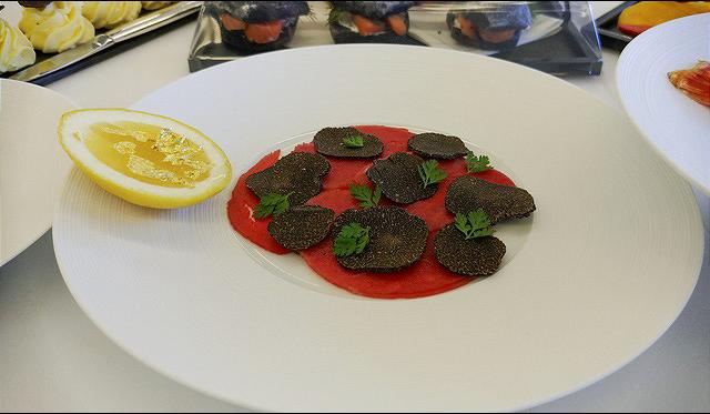 Chuyện ăn uống trên chuyên cơ dành cho khách VIP: Từ siêu phẩm 3 sao Michelin cho tới những yêu cầu quái dị của giới nhà giàu - Ảnh 2.