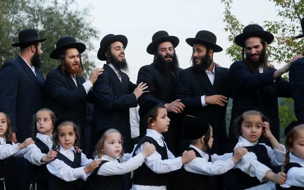 Đồng tiền nhảy múa như thế nào trong tay những nhà tài phiệt Do Thái gan lỳ và chịu chơi ? - Ảnh 1.