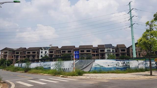Tràn lan khu đô thị, biệt thự bỏ hoang: Điểm mặt biệt thự ma - Ảnh 1.