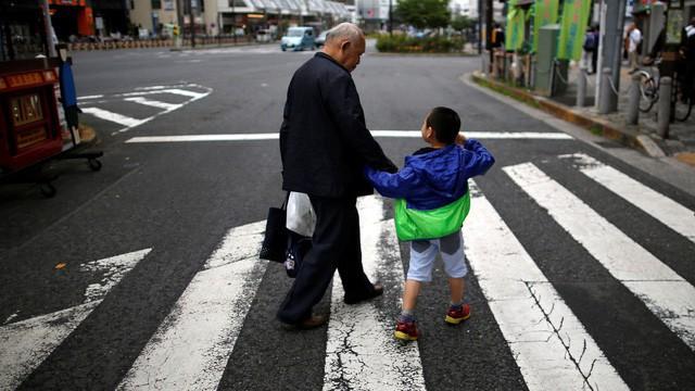 Bí mật trường tồn của những công ty gia đình Nhật Bản: Sẵn sàng loại con đẻ, chọn người dưng kế vị - Ảnh 3.