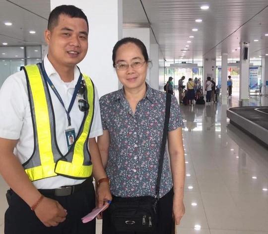 Hành khách để quên balô có 2 sổ hộ khẩu, đồng hồ Rolex ở sân bay Tân Sơn Nhất  - Ảnh 3.