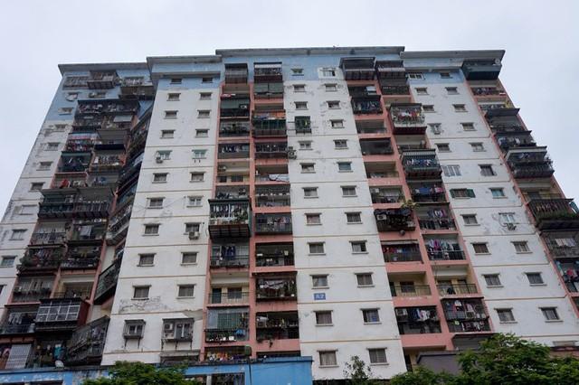 """Nỗi khổ người mua chung cư: Mua dễ, bán """"khó như…lên trời""""  - Ảnh 1."""