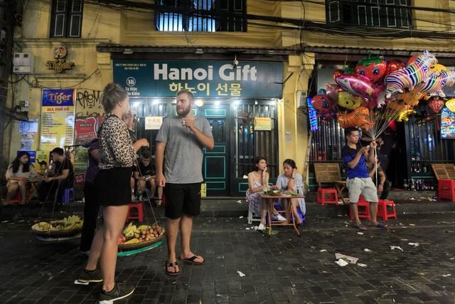 Kinh tế màu ánh đèn neon và cơ hội của Việt Nam - Ảnh 3.