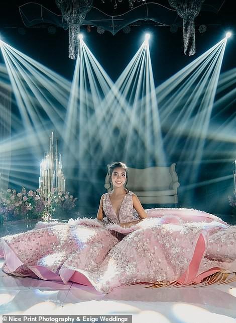 Tiệc sinh nhật xa xỉ gần 700 triệu của ái nữ nhà giàu, khách mời còn được tặng túi Louis Vuitton mang về - Ảnh 12.