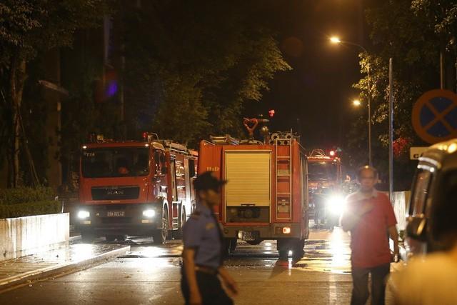 Cháy căn hộ tầng 30 chung cư The Pride, 6 người được giải cứu - Ảnh 1.