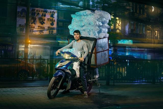 [Ảnh] Nền kinh tế trên yên xe máy ở Việt Nam qua ống kính phóng viên The Guardian - Ảnh 6.