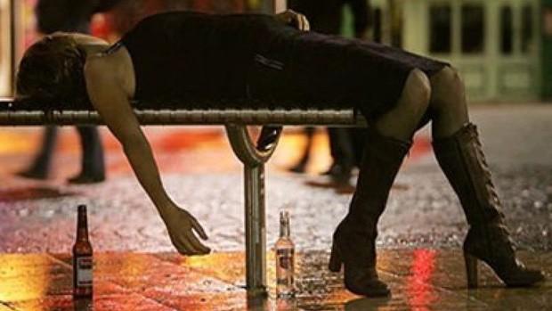 Hút thuốc thụ động thì ai cũng biết, giờ khoa học bảo có cả uống rượu bia thụ động và tác hại nó gây ra cũng cực kỳ kinh khủng - Ảnh 2.