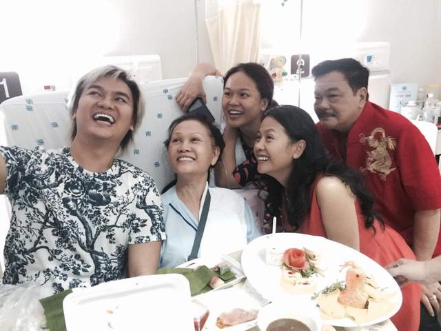 """Chuyện tình nhà Dr Thanh: """"40 năm cuồng phong bão tố, gia đình mình vẫn mãi bình yên"""" - Ảnh 6."""