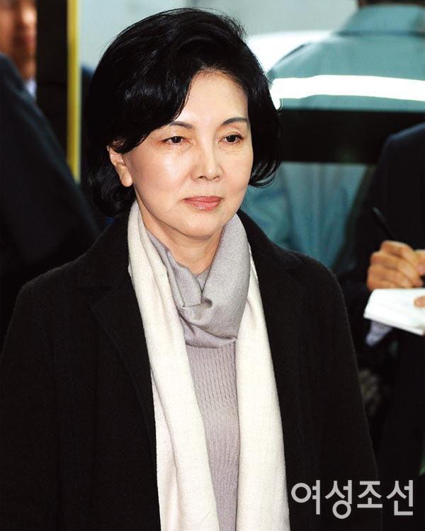 Phu nhân cựu chủ tịch Samsung: Ái nữ tờ báo danh tiếng lui về làm hậu phương cho chồng, nữ chủ nhân thật sự của tập đoàn lớn nhất Hàn Quốc - Ảnh 1.