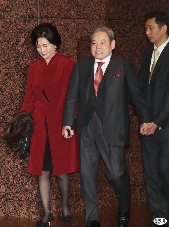Phu nhân cựu chủ tịch Samsung: Ái nữ tờ báo danh tiếng lui về làm hậu phương cho chồng, nữ chủ nhân thật sự của tập đoàn lớn nhất Hàn Quốc - Ảnh 5.