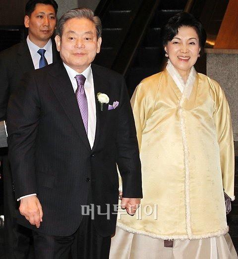 Phu nhân cựu chủ tịch Samsung: Ái nữ tờ báo danh tiếng lui về làm hậu phương cho chồng, nữ chủ nhân thật sự của tập đoàn lớn nhất Hàn Quốc - Ảnh 6.