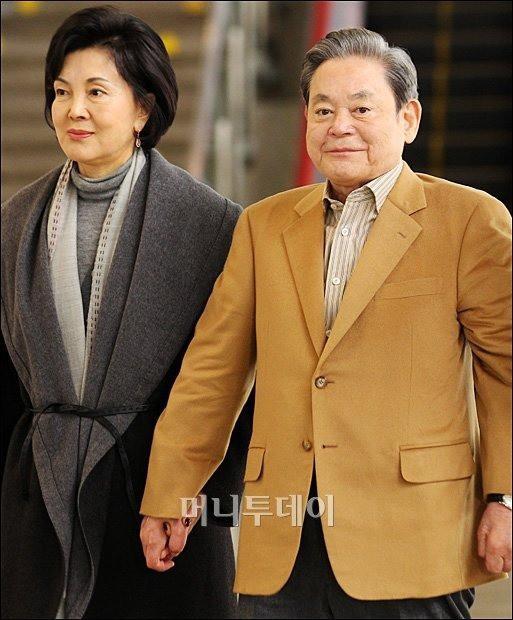 Phu nhân cựu chủ tịch Samsung: Ái nữ tờ báo danh tiếng lui về làm hậu phương cho chồng, nữ chủ nhân thật sự của tập đoàn lớn nhất Hàn Quốc - Ảnh 7.