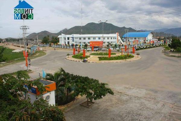Thị trường bất động sản quận trung tâm TP. HCM chững lại, vùng ngoại ô và tỉnh lẻ hưởng lợi - Ảnh 1.