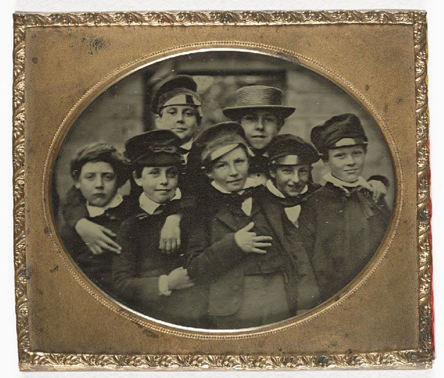 Những bức ảnh hiếm cách đây 170 năm hé lộ lí do khó đỡ vì sao người xưa không mỉm cười khi chụp hình - Ảnh 13.
