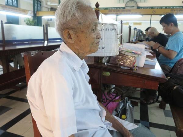 Gặp người viết thư tình xuyên thế kỷ ở Bưu điện Sài Gòn - Ảnh 4.