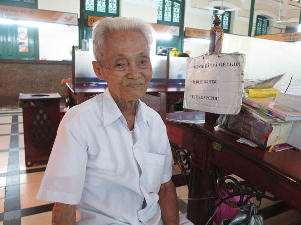Gặp người viết thư tình xuyên thế kỷ ở Bưu điện Sài Gòn - Ảnh 6.