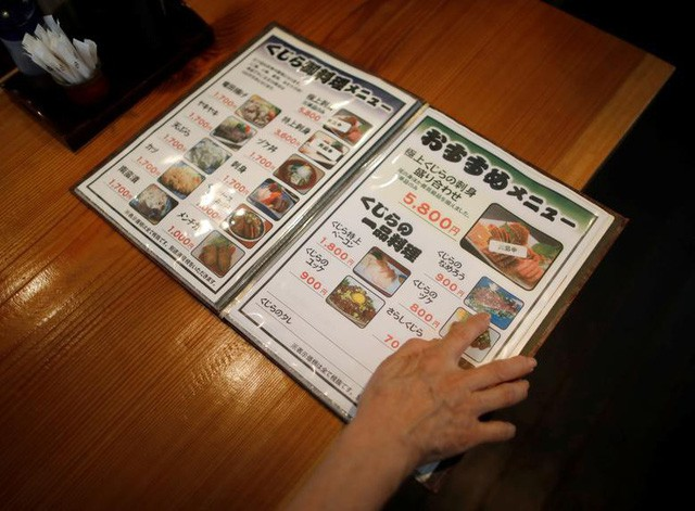 Mặc thế giới phản đối, người Nhật vẫn kiên quyết giữ gìn đặc sản gây tranh cãi này: Từ món sống đến chiên xù, ăn cá voi theo cách nào cũng có! - Ảnh 5.